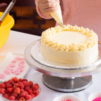 Daily life: Try Cake Decorating